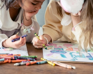 kindertagesstätte pädagogig job agil personalkontor spielende kinder